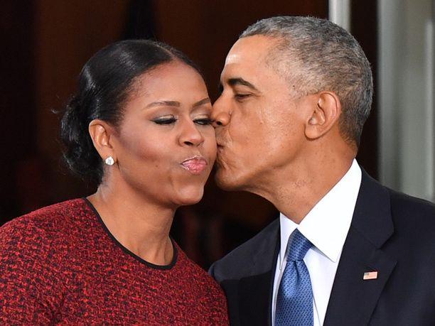 Yhdysvaltain ex-presidentti Barack Obama on kirjoittanut vaimolleen Michelle Obamalle ihastuttavan viestin Instagram-tilillään.