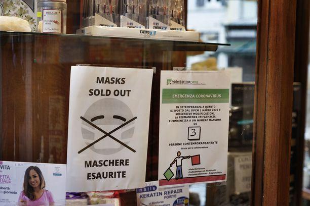 Italiassa kaikki kaupat on suljettu ruokakauppoja ja apteekkeja lukuun ottamatta. Apteekeissakin tavara alkaa käydä vähiin.