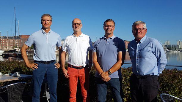 Maajoukkueiden päävalmentajat Markku Kanerva (vas.), Henrik Dettmann, Jukka Jalonen ja Petteri Nykky muistuttavat lasten ja nuorten liikuntaharrastusten tärkeydestä.