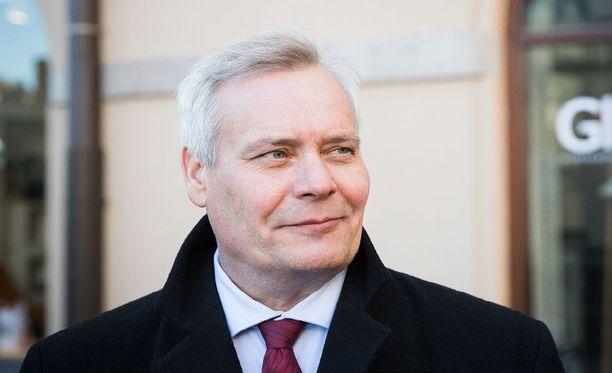SDP:n puheenjohtaja Antti Rinne voi myhäillä tyytyväisenä Ylen galluptulokset nähtyään.