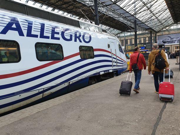 Allegro-juna tuo venäläiset Pietarista Helsinkiin useita kertoja päivässä.
