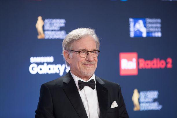 Steven Spielberg on palkittu ohjaaja. Hänellä on seitsemän lasta.