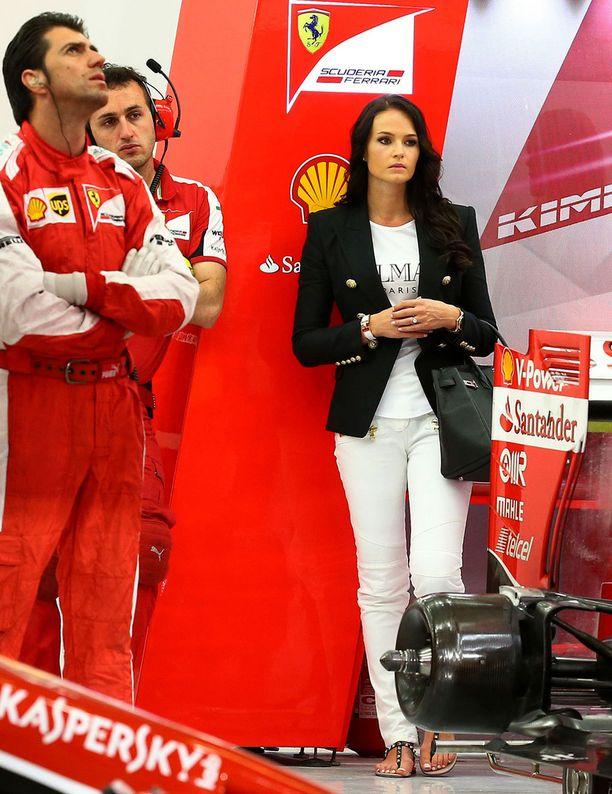 Minttu Virtanen viihtyi varikolla myös Bahrainin osakilpailussa huhtikuussa.