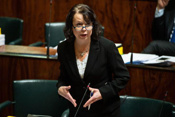 Kansanedustaja Pia Viitanen (sd) on eduskunnan ahkerin puhuja 889 puheenvuorollaan.