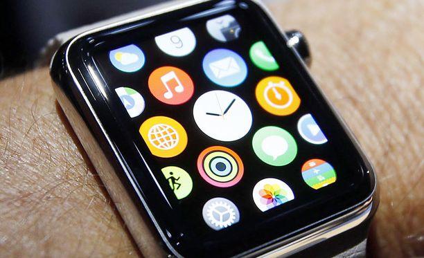 Kuvassa Apple Watch, jonka ulkoasu on kopioitu kiinalaiskelloon.