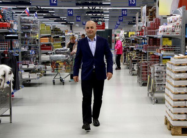 Syyriassa syntynyt Mohamad Darwich on kulkenut huikean tien työttömyyden ja köyhyyden kautta menestyväksi liikemieheksi. Hän on kuitenkin oppinut myös sen, että 55 miljoonan euron liikevaihto voi puolittua jo seuraavana vuonna.