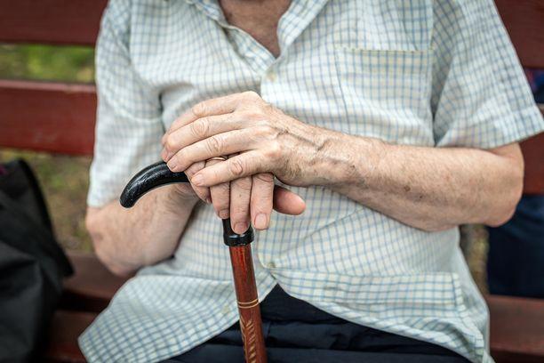 Eduskunnan apulaisoikeusasiamies Maija Sakslin pitää muistisairaiden tai muuten haavoittuvassa asemassa olevien vanhusten katoamista vakavana asiana.