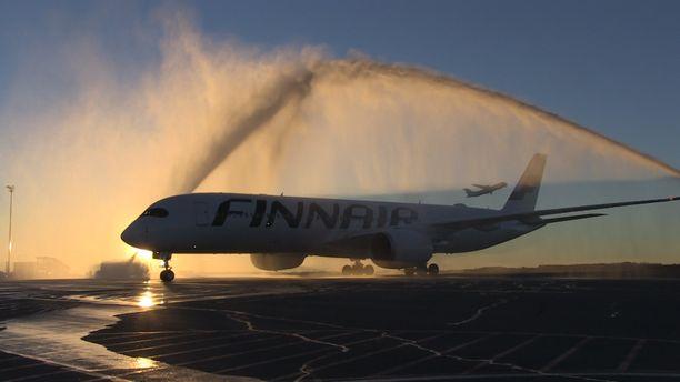 Jotkut matkustamohenkilökunnan jäsenet ovat vastoin Finnairin ohjeita käyttäneet koneissa verkkoyhteyttä, joka on tarkoitettu vain asiakkaille. Kuvituskuva.