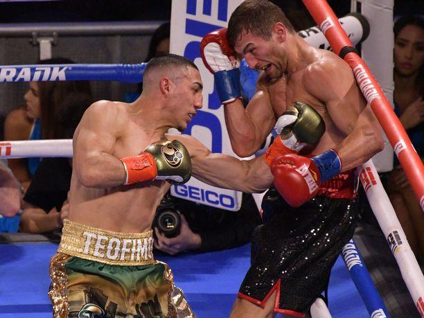 Teófimo López päätti ottelun viidennessä erässä.