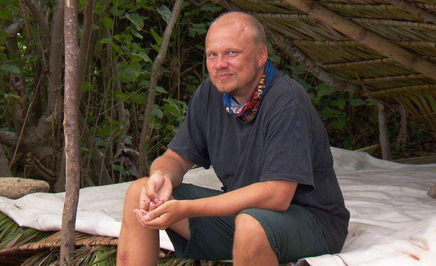 Ilari Sahamies seuraili usein sivusta, kun muut askaroivat leirissä.