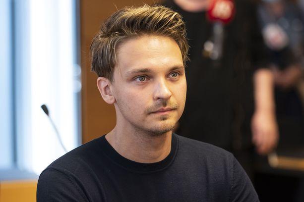 Roope Salminen vietti kostean vuorokauden, jonka myötä hän sai tuomion pakottamisesta seksuaaliseen tekoon.