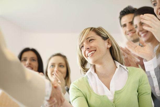Hyvät kommunikaatiotaidot ovat nuorille tärkeitä johtamisessa.