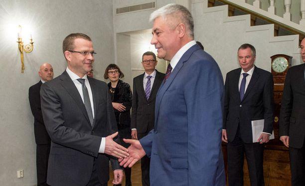 Vladimir Kokoltsev (oikealla) vieraili tiistaina Suomessa ja tapasi Petteri Orpon.