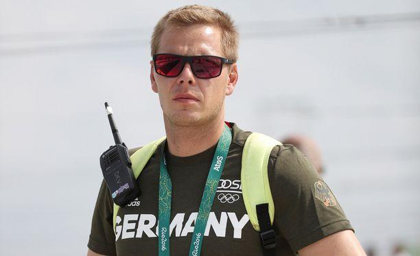Koskipujotteluvalmentaja Stefan Henze taistelee elämästään.