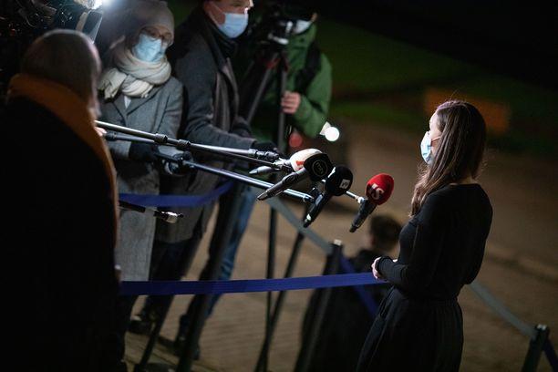 Pääministeri Sanna Marinin johdolla neuvotellaan jälleen keskiviikkona Säätytalolla. Kuva joulukuun 2. päivän neuvottelujen yhteydestä.