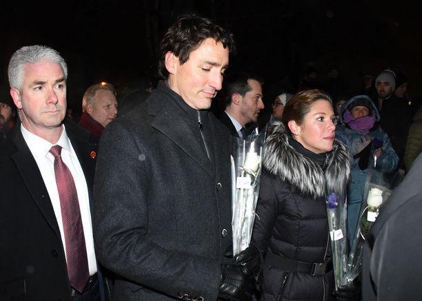Pääministeri Justin Trudeau osallistui vaimonsa Sophien kanssa uhrien muistotilaisuuteen.
