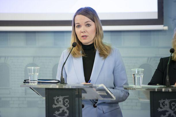 Valtiovarainministeri Katri Kulmuni tiedotti myöhään torstai-iltana neuvotteluiden lopputuloksista.