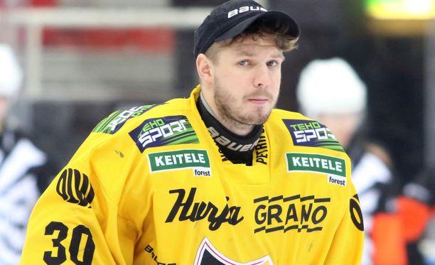 KalPan maalivahti Denis Godla hörppäsi kolme maalia kolmeen ja puoleen minuuttiin 1. puolivälieräottelun toisen erän alussa.