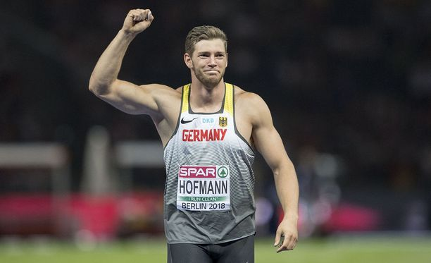 Andreas Hofmann vei nimiinsä Timanttiliigan Birminghamin osakilpailun.