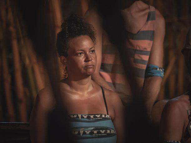 Lola Odusoga pyrkii saamaan Miskaa puolelleen, jotta hänen liittonsa vahvistuisi.