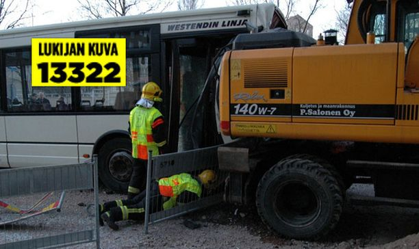 Bussit kärsivät pahoja vaurioita.