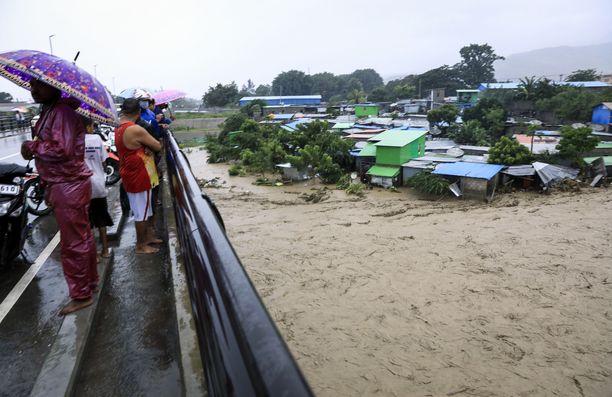 Tulvat huuhtoivat alleen satoja koteja Itä-Timorissa sijaitsevassa Dilin kylässä.