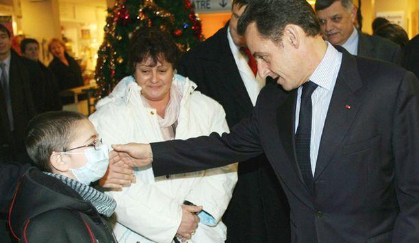 Jouluaattona Sarkozy vieraili lastensairaalassa Pariisissa.