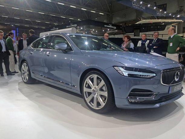 Ensiesiintyminen Suomessa: Volvo S90.