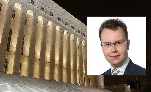 Tuomas Tähti toimii eduskunnassa kansanedustaja Ville Tavion (ps) avustajana.
