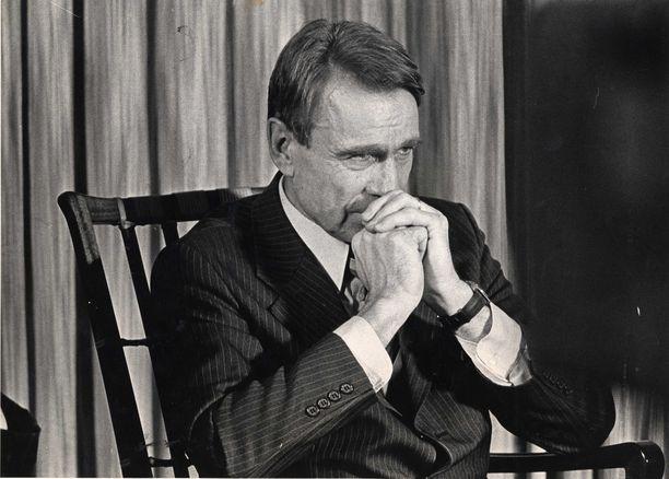Uutuuskirjan mukaan sota-ajan traumat vaikuttivat Mauno Koivistoon enemmän kuin tiedettiin. Kuva Koiviston pääministeriajalta vuonna 1981.