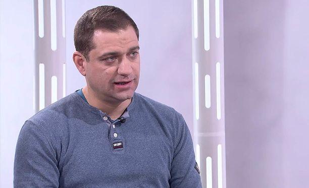 A-klinikkasäätiön johtava ylilääkäri Kaarlo Simojoki kertoo IL-TV:n Sensuroimaton Päivärinta -ohjelmassa, että metamfetamiiniriippuvaisen ihmisen on saatava vieroitushoitoa ja terapiaa.