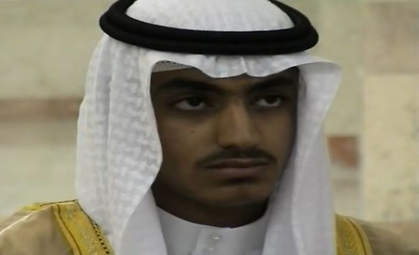 Tämä kuva on CIA:n julkaisemalta videolta, joka on tiedustelutietojen mukaan kuvattu Hamza bin Ladenin hääseremoniassa.
