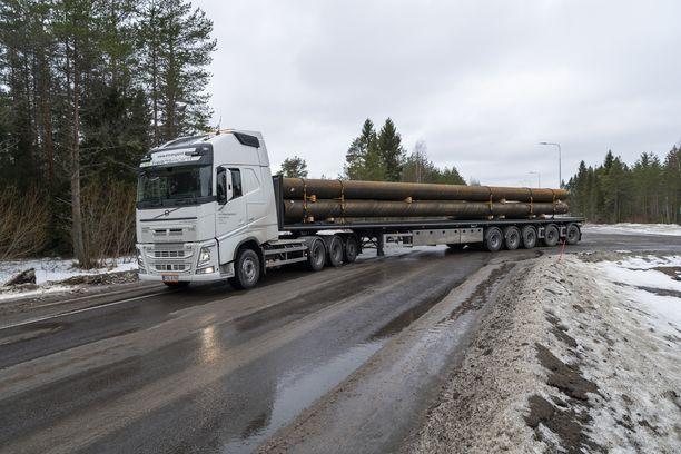 Uusi yli 70 tonnin painoinen ajoneuvoyhdistelmä aloitti tällä viikolla säännöllisen liikennöinnin.