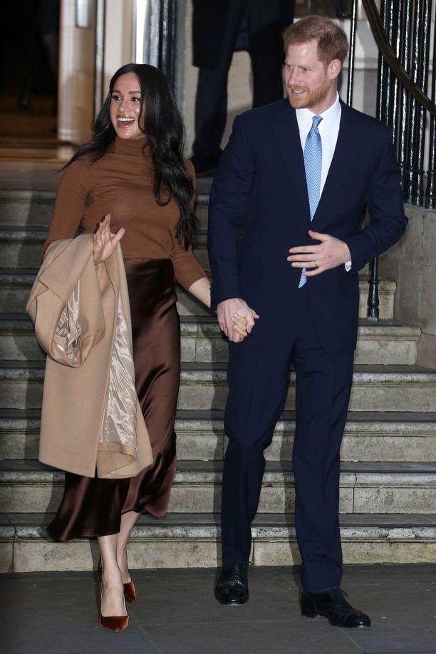 Sussexin herttuapari aikoo jatkossa elättää itsensä mahdollisesti kaupallisilla yhteistöillä.