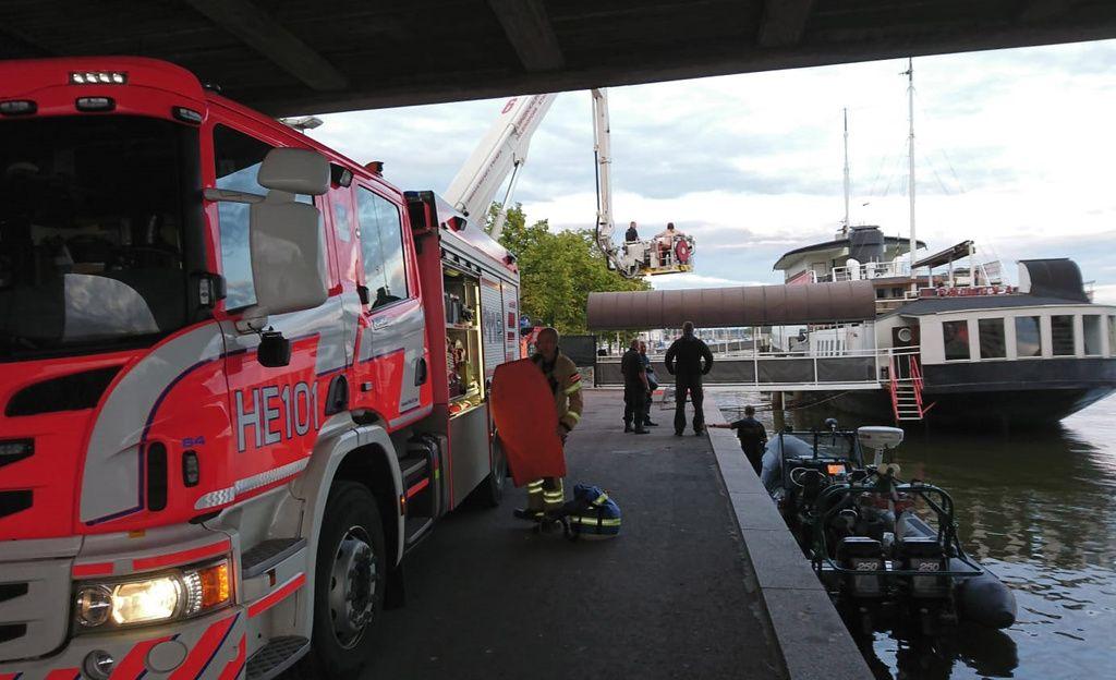 Merivartiosto: Hakaniemen sillalla oli pelastusoperaatio - tehtävä päättyi onnellisesti
