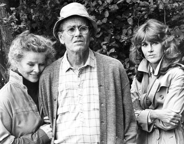 Vuonna 1981 ilmestyneessä Kultalammessa Jane näytteli isänsä Henry Fondan ja Katharine Hepburnin (vas.) kanssa.