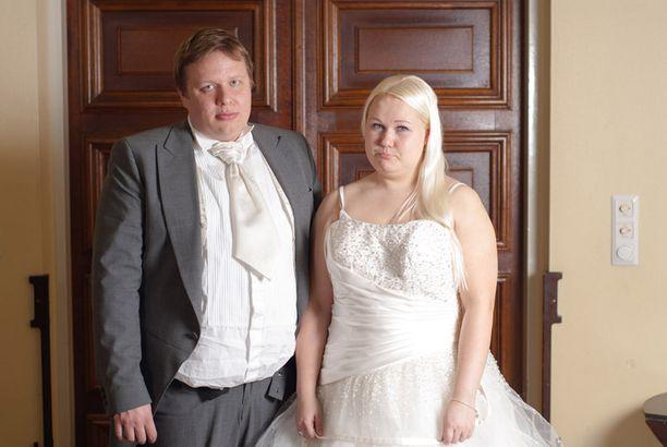 Sampalla ja Anulla on kolme kuukautta aikaa laihduttaa ja yrittää mahtua hääpukuihinsa.