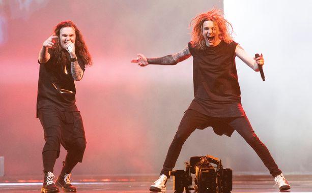 Niko Vilhelm ja Joel Hokka ovat Blind Channelin solisteja.