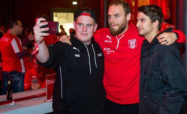 Timo Furuholm tapasi Hallen faneja pari viikkoa sitten.