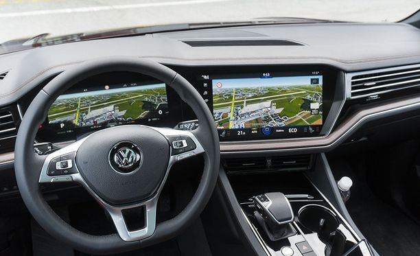 Innovision Cockpit -virtuaalimittaristo on yksi uuden Touaregin kohokohdista.