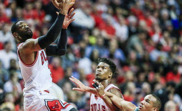 Dwyane Wade ja Jimmy Butler Chicago Bullsin paidassa puolisentoista vuotta sitten.