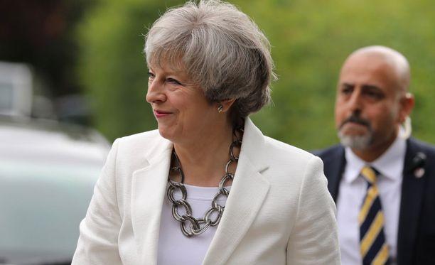 Mayn johtamat konservatiivit ovat ovensuukyselyiden perusteella parlamentin suurin ryhmä, mutta eivät enemmistö.