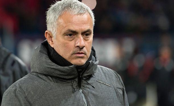 José Mourinho haukkui Paul Scholesin annin jalkapallokommenttaattorina.