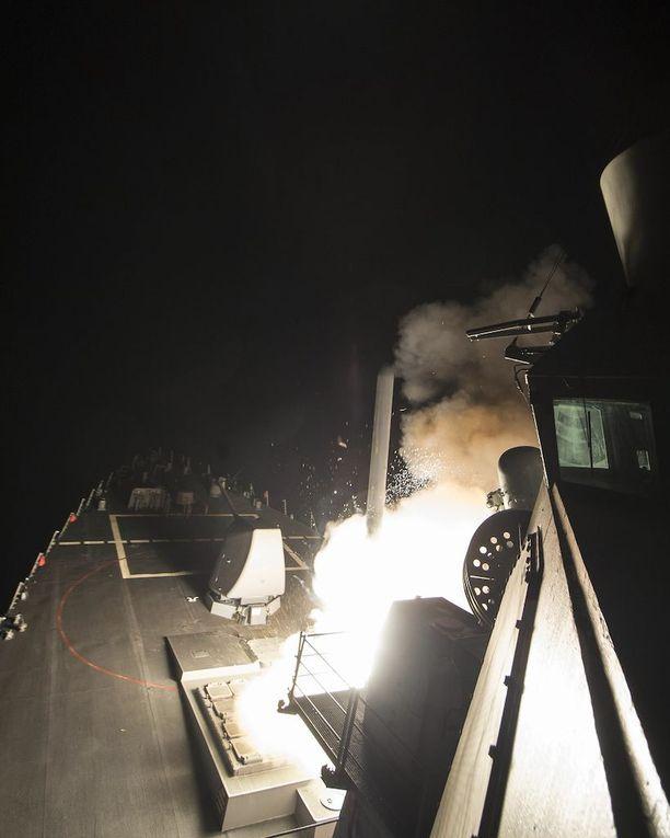Kuva USS Rossilta, joka myös osallistui iskuun.