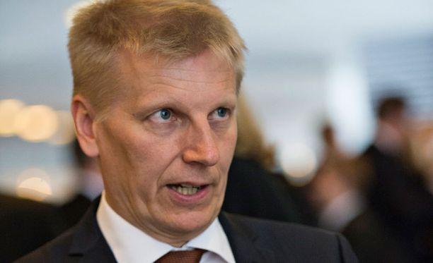 - Tärkeimmät neuvottelukysymykset Suomen ja EU:n kannalta liittyvät siihen, millä tavalla pidemmän aikavälin tavoitteita saadaan Pariisin sopimuksessa kirjattua, ministeri Kimmo Tiilikainen sanoo.