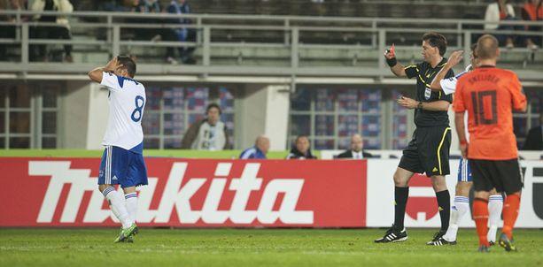 Perparim Hetemaj sai toisen varoituksen tunnin pelin jälkeen.