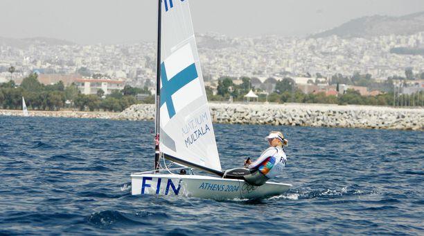 Sari Multala Ateenan olympiavesillä vuonna 2004.