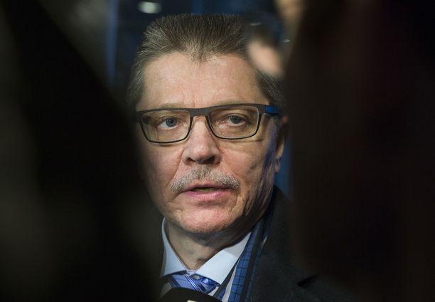 """""""Kierrän hyvin paljon tapaamassa poliittisia päätöksentekijöitä. Olen kysynyt heiltä, onko varattu jotakin ylimääräistä rahaa. Vastaus on ollut yksiselitteisesti se, että rahaa ei ole varattu kunta-alan neuvotteluja varten"""", KT Kuntatyönantajien työmarkkinajohtaja Markku Jalonen kertoo."""
