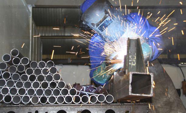 Muun muassa ihmisen tekemät perinteiset tehdastyöt ovat tulevaisuudessa vaarassa.