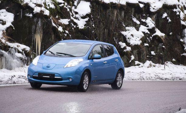 Nissan Leaf jaksaa mennä yli 70 kilometriä vielä yli 20 asteen pakkasessa lämmitys päällä.
